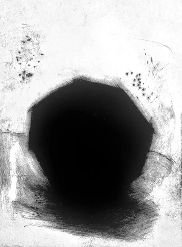 Kik gennem hullet i hegnet