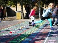 Efter sommerferien kan skolebørnene på mange af Odenses skoler hoppe sig igennem den lille tabel. Foto: Odense Kommune