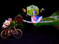 "Lifes a Fairytale - Picture I: Serge Huercio, Frankrig, på cyklen og Lyylia Koivuniemi, Finland. Foto: Thomas ""Topper"" Christensen"