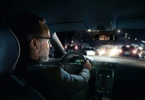 Mørkekørsel er for mange forbundet med stort ubehag, og i værste fald går det ud over trafiksikkerheden. Foto: LJ Optik